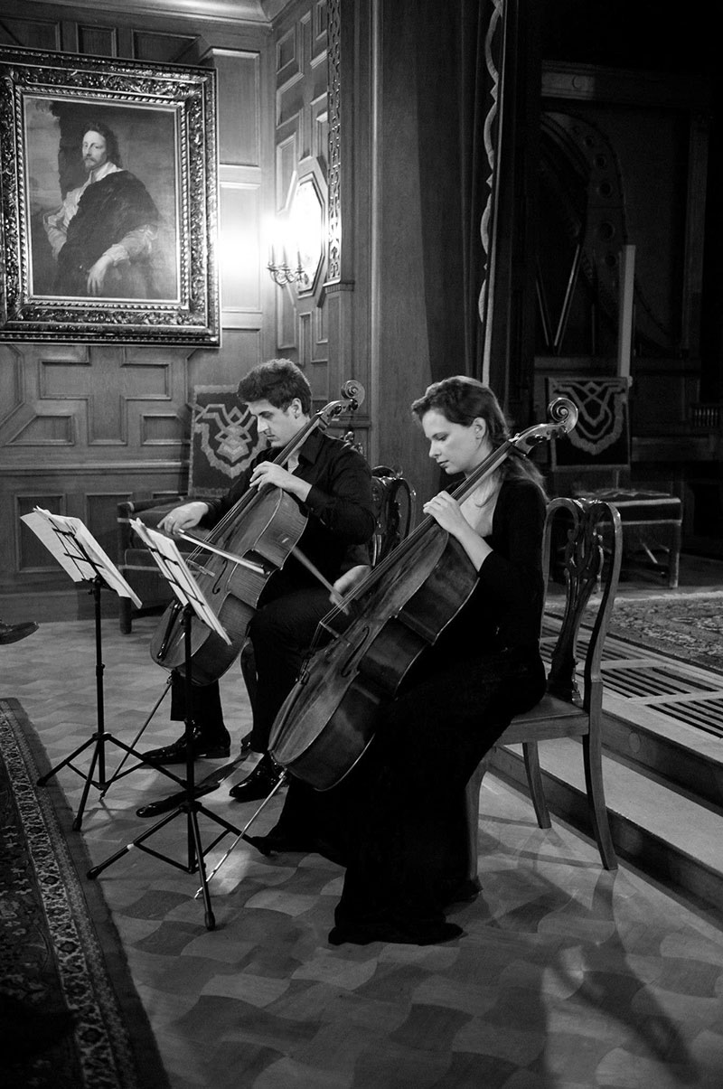 sunetul-muzici-peles-duo-cello-jaya